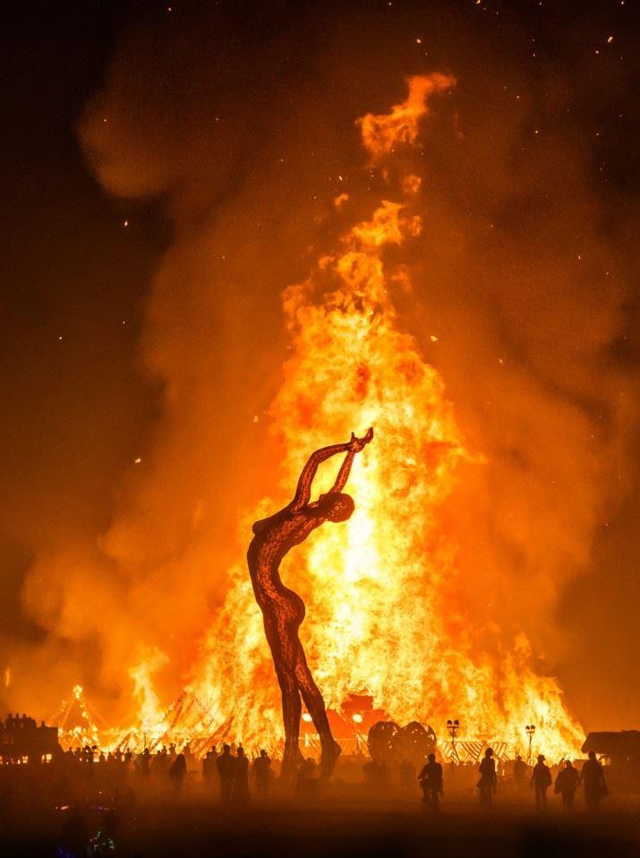 Burning-Man-Last-Day-Night-1003-of-1120-2-X3-715x958