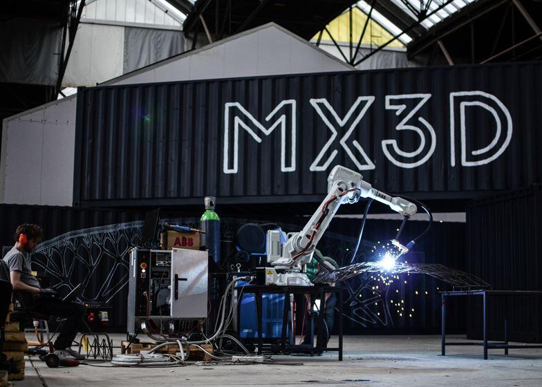 Slideshow-Joris-Laarman-MX3D-3D-printed-bridge-robot-test