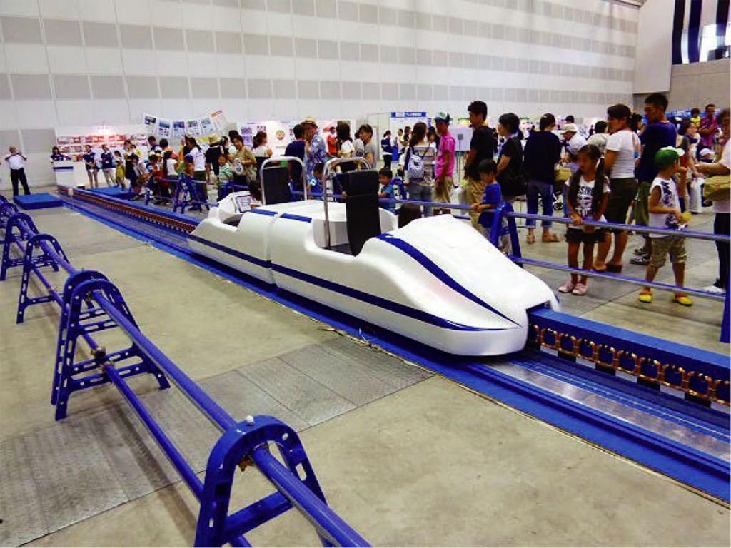 明年1月即將在中正紀念堂登場的【大鐵道展】,首度從日本搬來模擬磁浮列車,讓大小朋友搶先搭乘! (1)