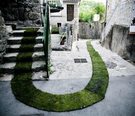 nature-street-art-grass-carpet-1-468x403