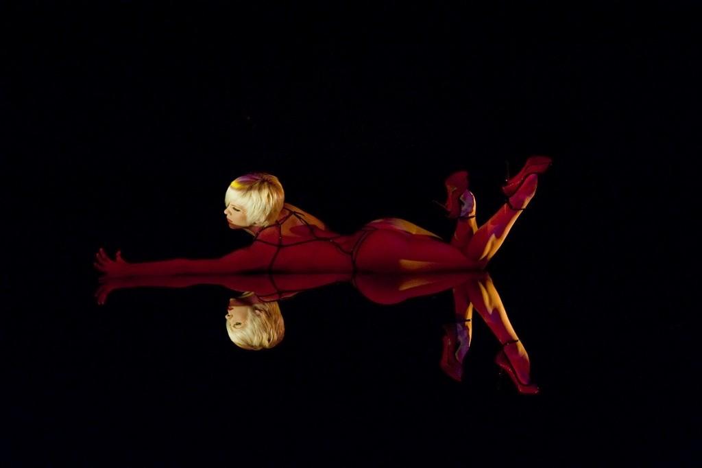 圖片:Upside Down表演照片。攝影:Antoine Poupel。